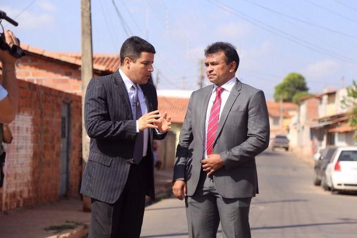 Apresentador entrevista secretário de segurança Fábio Abreu (Crédito: Reprodução)