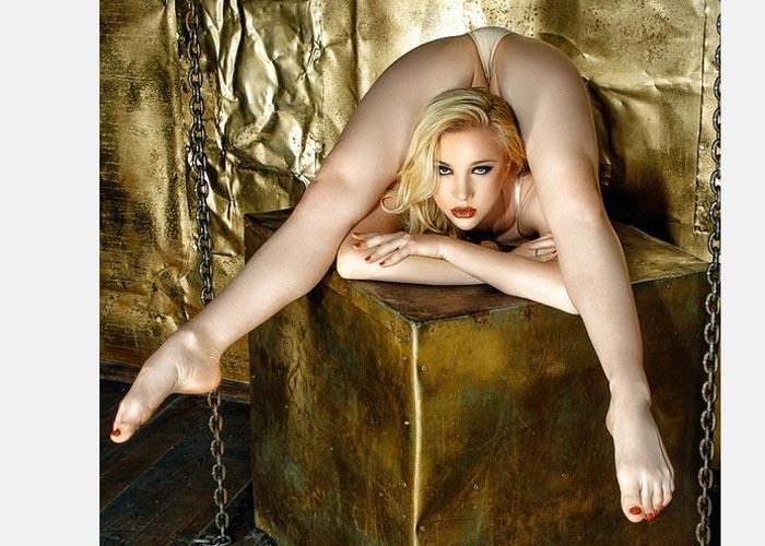 Zlata em posição bem sensual