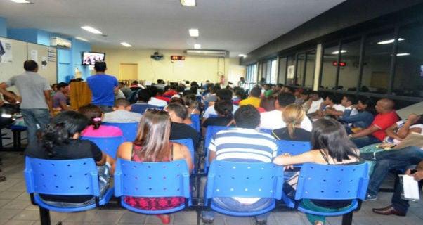 Candidatos aguardando atendimento (Crédito: Sine-Piauí)