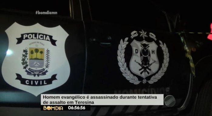 Veículo da Delegacia de Homicídios no local do crime (Crédito: Reprodução/ TV Meio Norte)