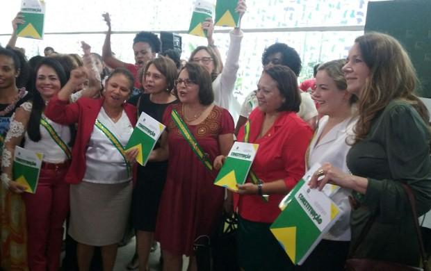 Parlamentarem fazem ato de apoio à Dilma (Crédito: G1)