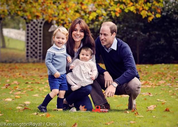 Príncipe George, Kate Middleton a pequena Princesa Charlotte e Príncipe William (Crédito: Reprodução/Kensington Royal/Chris Jelf)