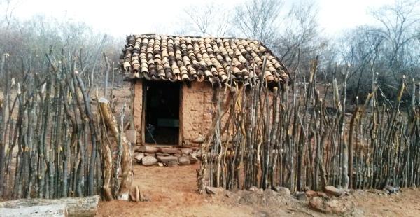 Casa de taipa onde o corpo foi encontrado