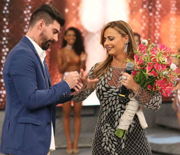 Viviane Araújo se emociona com pedido de casamento  (Crédito: Carol Caminha/Gshow))