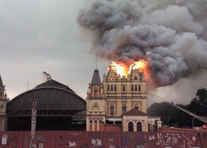 Incêndio no Museu da Língua Portuguesa (Crédito: Reprodução/ Facebook)