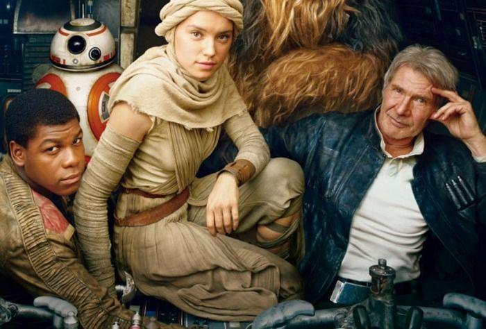 Daisy Ridley e John Boyega com Harrison Ford