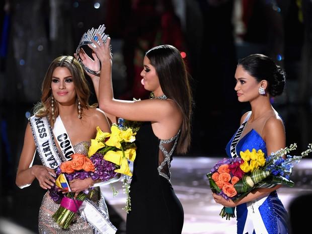 Ariadna Gutiérrez teve que devolver a coroa, que foi retirada por Paulina Veja e dada a Miss Filipinas (Crédito: AFP )