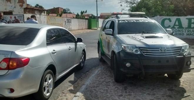Trio armado rende funcionáriso e rouba malote de dinheiro no Piauí