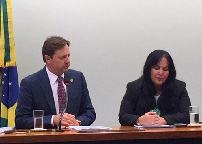 Acir Gurgacz (PDT-RO), e a presidente da Comissão Mista de Orçamento (Crédito: G1)