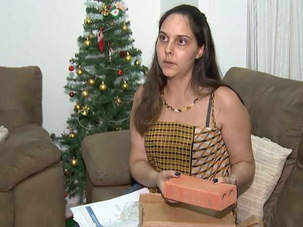 Talyta recebeu um tijolo no lugar do celular que comprou (Crédito: Reprodução)