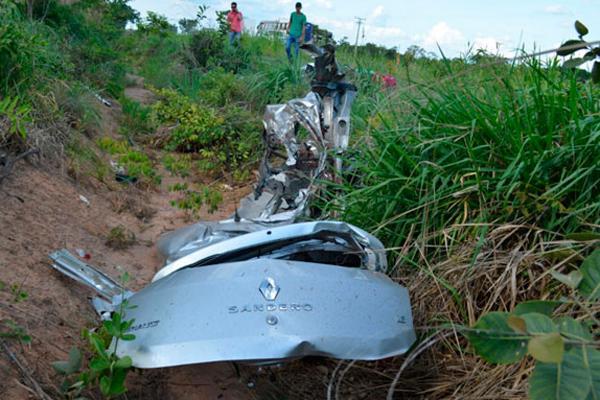 Veículo ficou npraticamente destruído
