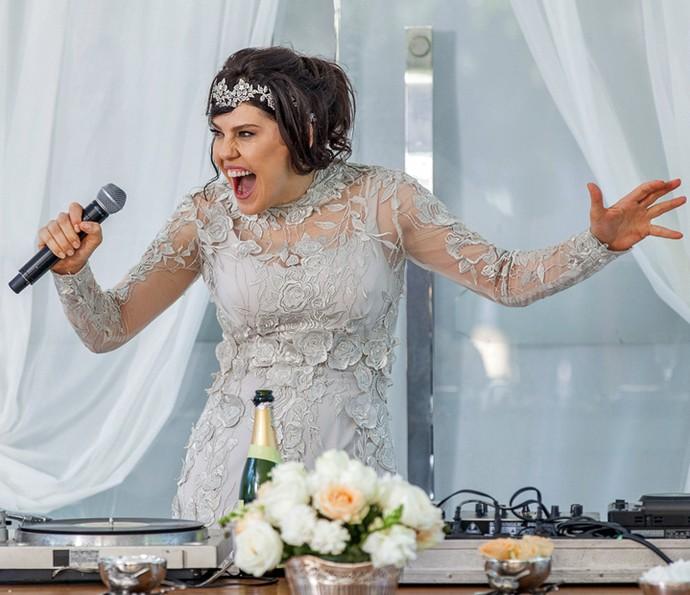 A filha de Gibson surta no próprio casamento (Crédito: Reprodução)