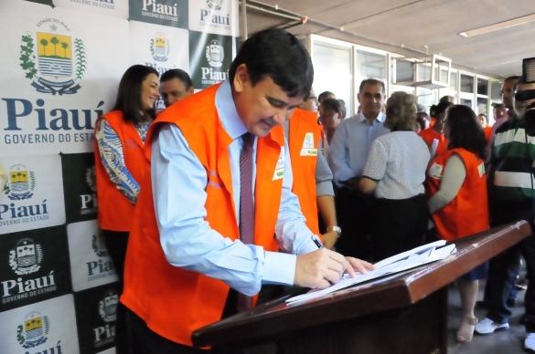 Governador se une no combate ao mosquito (Crédito: Marcelo Cardoso)