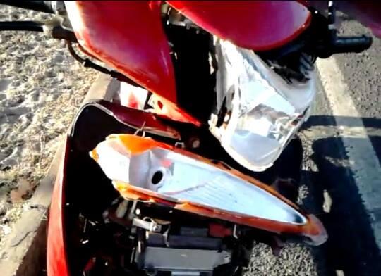 Motocicleta ficou avariada (Crédito: Reprodução)