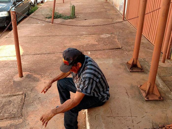 Homem foi agredido a pedradas pelo filho (Crédito: Reprodução)