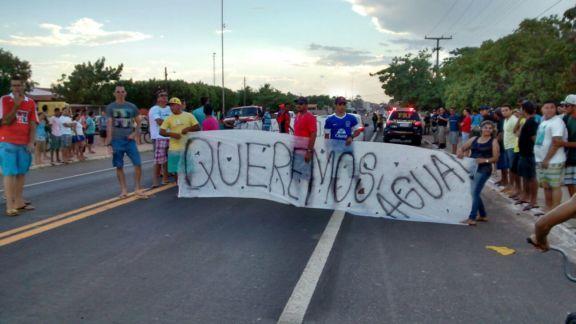 Manifestantes fecharam a BR-343 (Crédito: Reprodução)