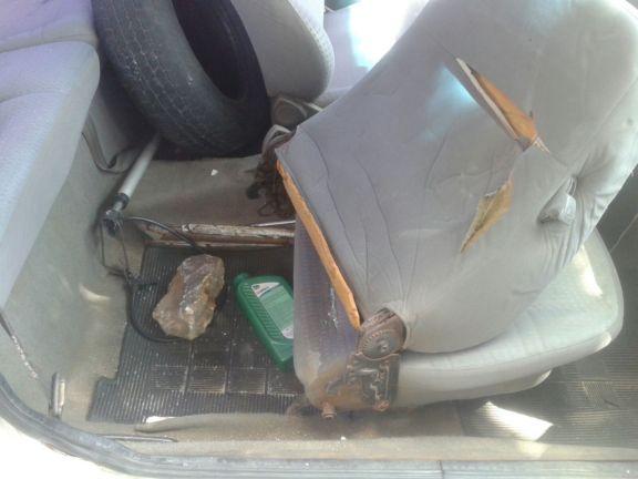 Pedra usada para quebrar veículo de policial (Crédito: blog do catita)