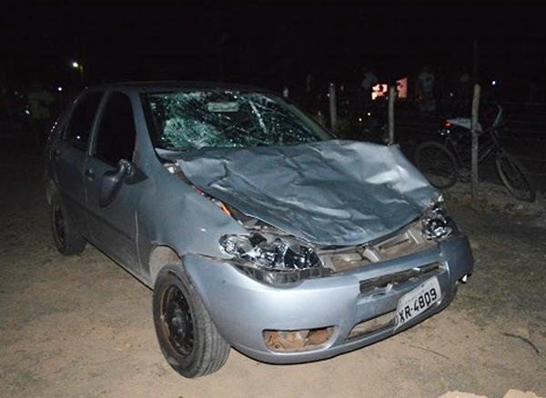 Carro ficou destruido (Crédito: Reprodução)