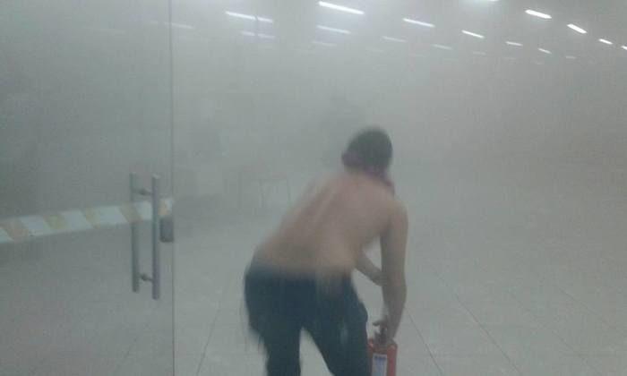 Populares tentam conter incêndio (Crédito: portaldecampomaior)