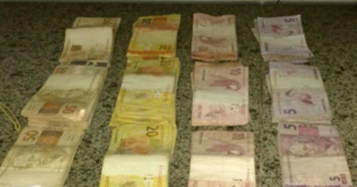 Dinheiro apreendido com os suspeitos (Crédito: portalsaojoanense)