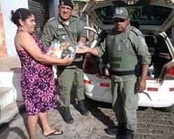 GPM distribui alimentos arrecadado em campanha de natal
