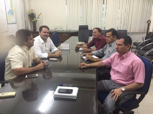 Reunião do secretário com representantes (Crédito: Reprodução)