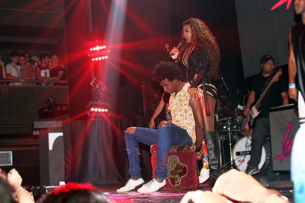 Ludmilla sensualiza em show (Crédito: Gustavo Bresciani/Divulgação)