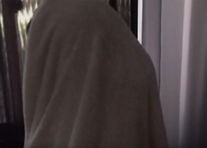 Vítima nao exibiu rosto durante entrevista (Crédito: Reprodução/ G1)