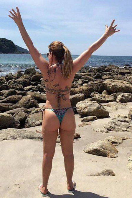 Zilu exibe corpão em praia  (Crédito: Reprodução/ Instagram )