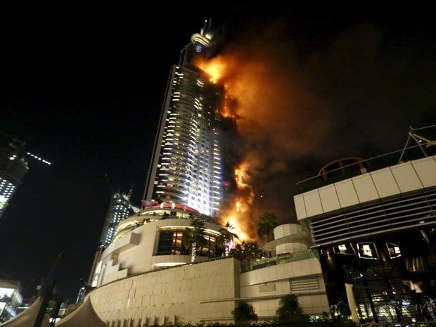 Incêndio atinge um hotel no centro de Dubai,