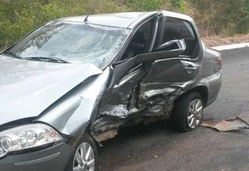 Carro envolvido no acidente na BR-343 que deixou um morto e três feridos (Crédito: Reprodução)