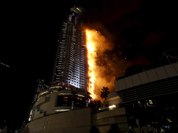 Incêndio atinge um hotel no centro de Dubai