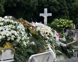 Marília Pêra é sepultada no Rio de Janeiro sob aplausos e emoção