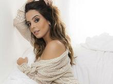 Atriz Giovanna Lancellotti posa com lingerie sensual para revista