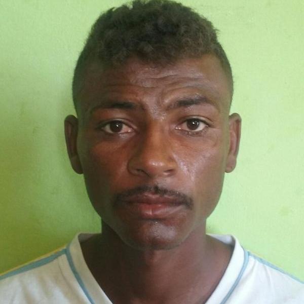 Acusado de matar homem a facadas é preso embaixo de cama no PI