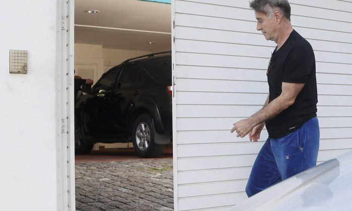 Eike vê Polícia Federal apreender três veículos da casa de Luma de Oliveira no RJ