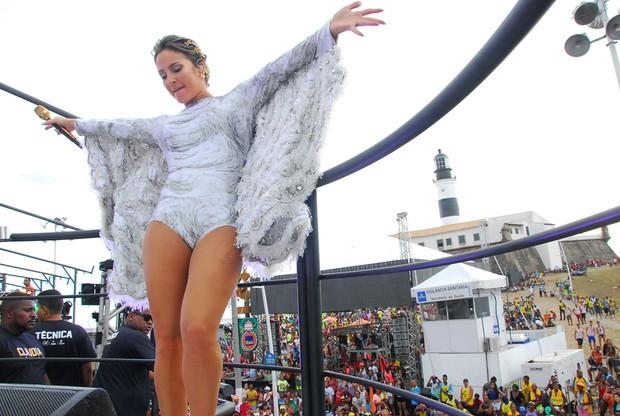 Vestida de anjo, Claudia Leitte dá início a sua maratona no carnaval de Salvador - Imagem 1