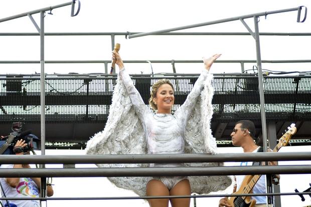 Vestida de anjo, Claudia Leitte dá início a sua maratona no carnaval de Salvador - Imagem 8