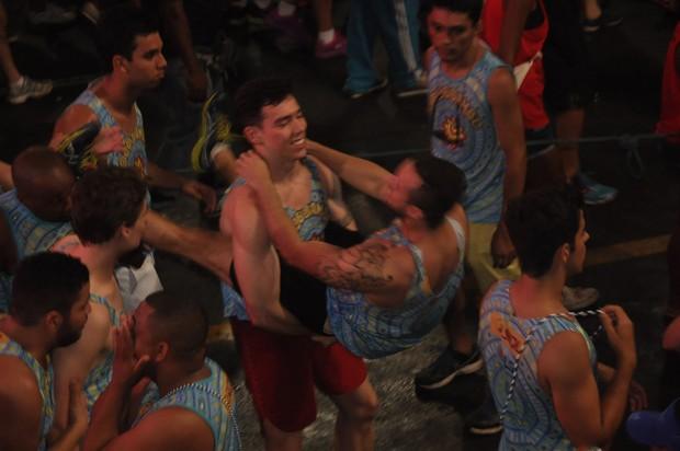 Claudia Leitte canta com Valesca Popozuda e público faz beijaço gay - Imagem 3