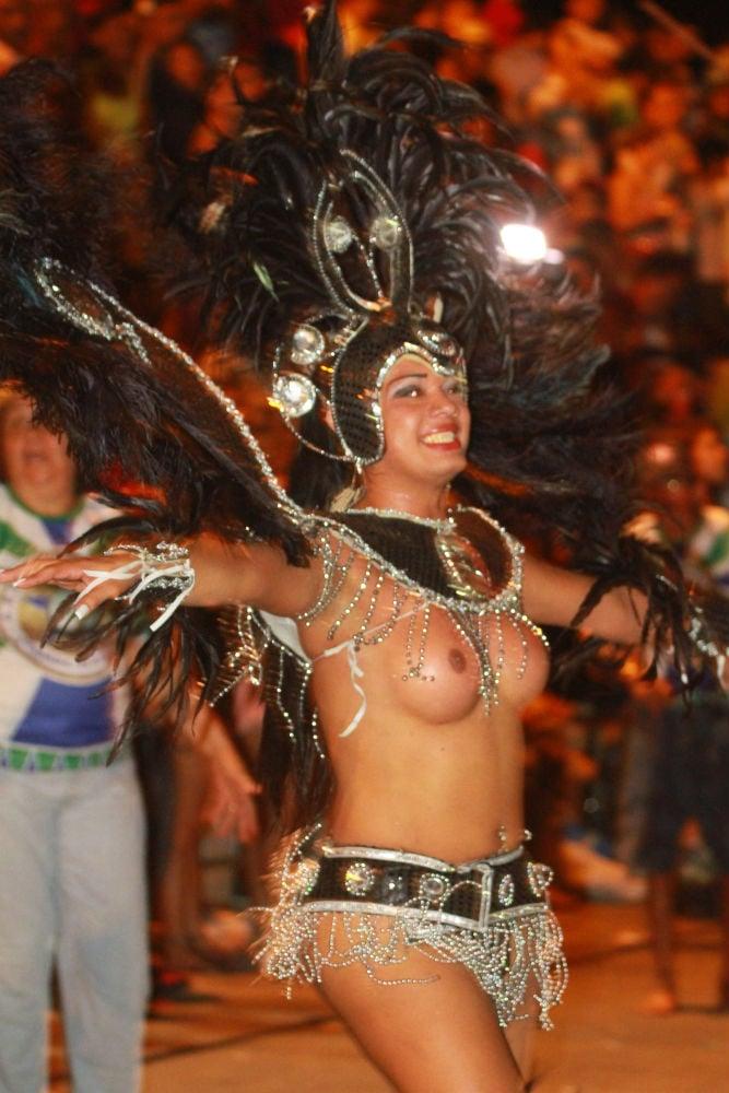 Desfile das seis  escolas de samba empolga público na Avenida Marechal Castelo Branco - Imagem 13