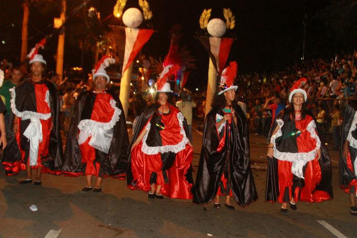 Desfile das seis  escolas de samba empolga público na Avenida Marechal Castelo Branco - Imagem 4