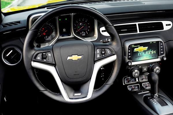 Chevrolet Camaro Sunrise: Versão conversível e esportiva com sofisticação e potência - Imagem 6