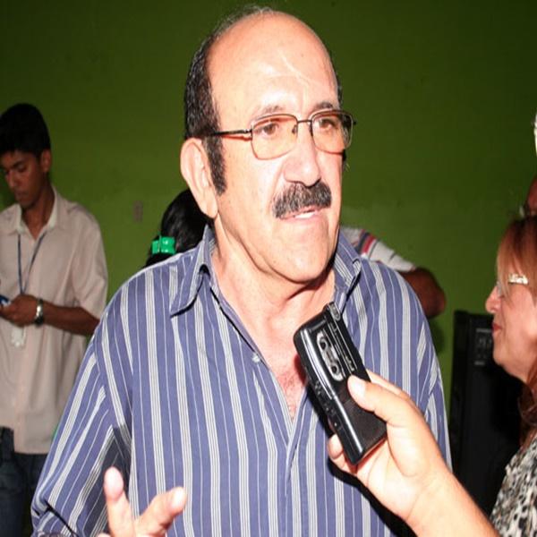Ex-prefeito Assis Cipriano concede entrevista à Rádio Cultura FM de Picos-PI