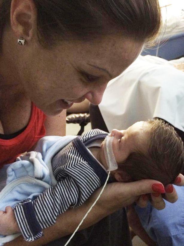 Bebê nasce com condição rara que o impede de chorar  - Imagem 3