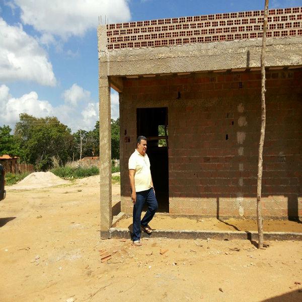 Prefeito Seu Dua visita obras que estão em construção no município