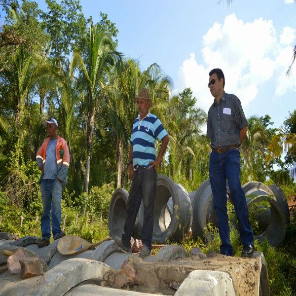 Prefeito Wallem Mousinho visita construção de ponte na Zona Rural de Guadalupe.