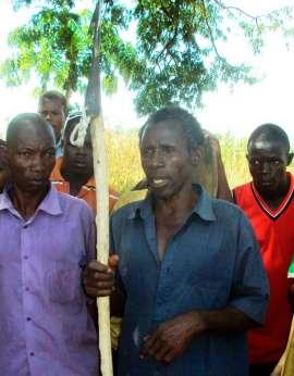 Homem mata crocodilo que engoliu sua mulher grávida em lago na Uganda - Imagem 2