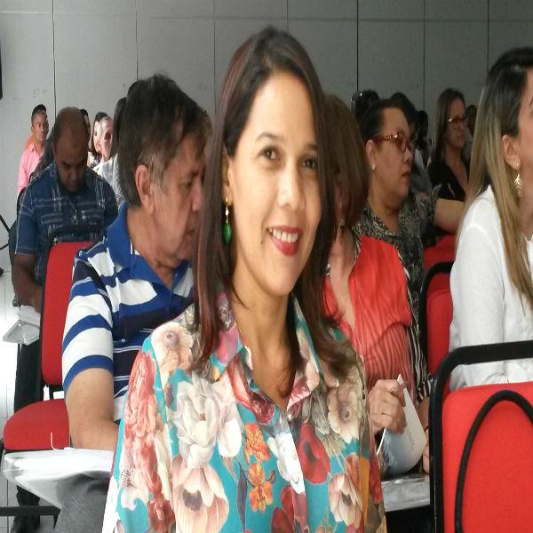 Prefeita Ana Célia participa de seminário promovido pelo Cosems