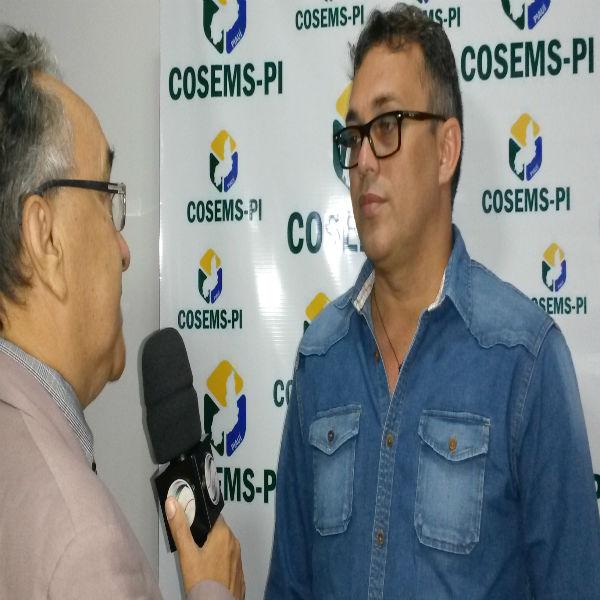 Secretário de Saúde participa de seminário promovido pelo Cosems