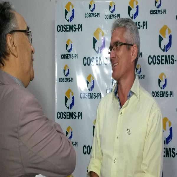 Secretário de Saúde Paulo Rocha participa de seminário promovido pelo Cosems